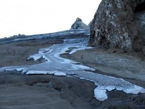 灰色の溶岩