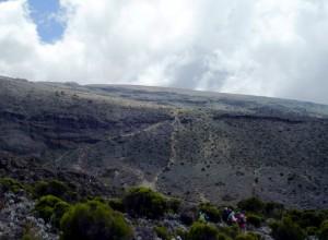 谷の向こうのキャンプ